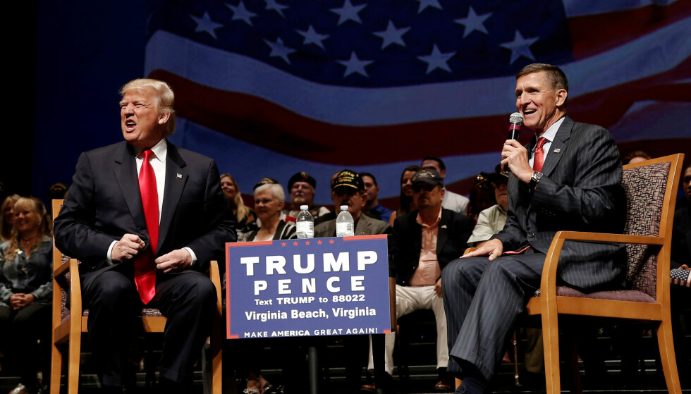 NASJONAL SIKKERHETSRÅDIGVER: Donald Trump har utnevnt den pensjonerte generalen Michael Flynn til nasjonal sikkerhetsrådgiver. Her er de to på scenen under et valgkamparrangement i september. Foto: Reuters / NTB Scanpix