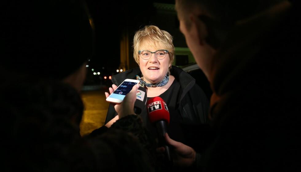 ORDKNAPP: Trine Skei Grande (V) på vei inn til møte hos statministeren for videre samtaler om statsbudsjettet. Hun er knapp i uttalelsene om kveldens møte, men sier det har vært godt og konstruktivt. Foto: Berit Roald / NTB scanpix