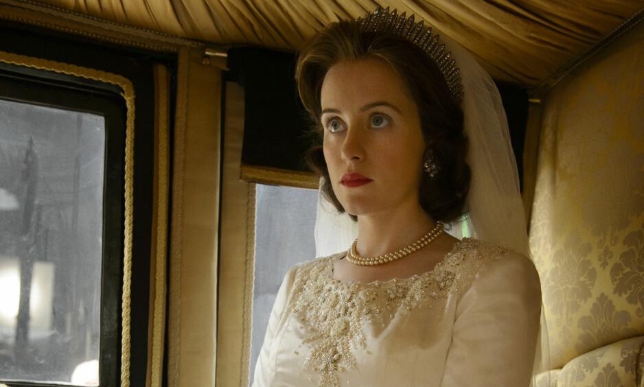 STORE SKO Å FYLLE: For å klargjøre seg til rollen som dronning Elizabeth II i «The Crown», gjorde 32 år gamle Claire Foy mye research. Foto: Netflix