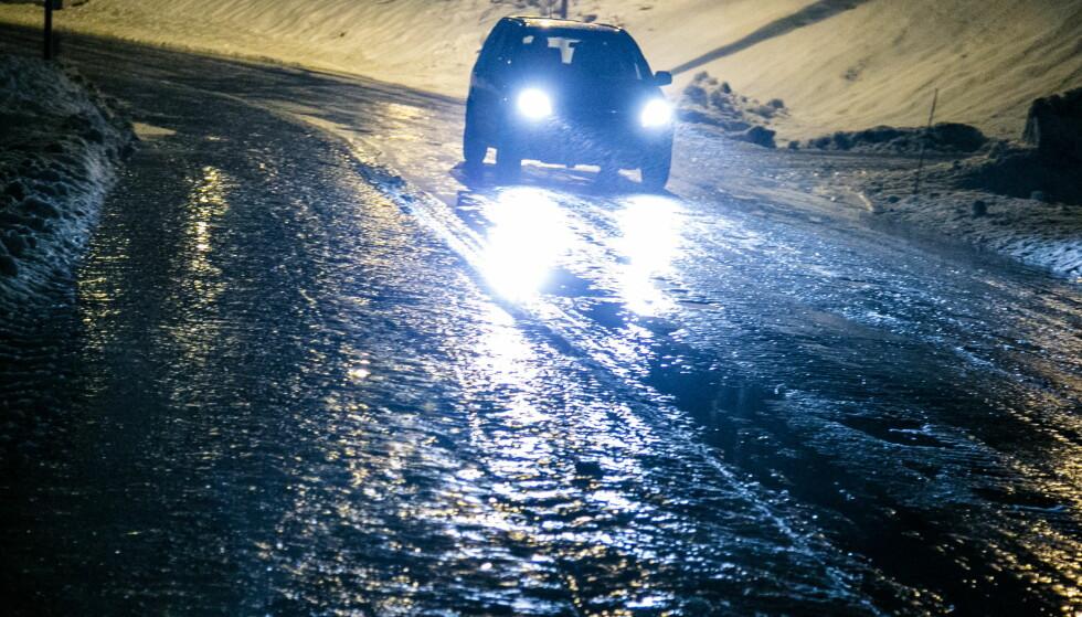 GLATT: Statsmeteorolog ved Meteorologisk institutt, Justyna Wodziczko, advarer om at det kan bli glatte veier og forsinkelser hele jula. Foto: Audun Braastad / NTB Scanpix