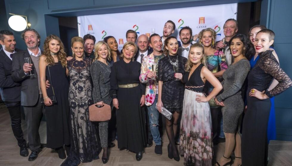 SKUESPILLER-GJENGEN: Under Cæsarfesten denne uken fikk man se både kjente og ukjente skuespillere under deres fellesbilde. Foto: TV 2