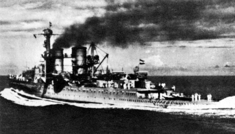 """FUNNET ETTER 60 ÅR - FORSVUNNET IGJEN: Den nederlandske marinens flaggskip """"De Ruyter"""" før det ble senket av den japanske krigsflåten 27. februar 1942. Foto: Topfoto/NTB Scanpix."""