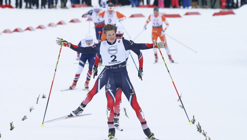 KOMETEN: HEr vinner Johannes Høsflot Klæbo sprinten på Beitostølen i går. Han er Norges raskeste sprinter, mener sprinttrener Arild Monsen. Foto: Terje Pedersen / NTB Scanpix
