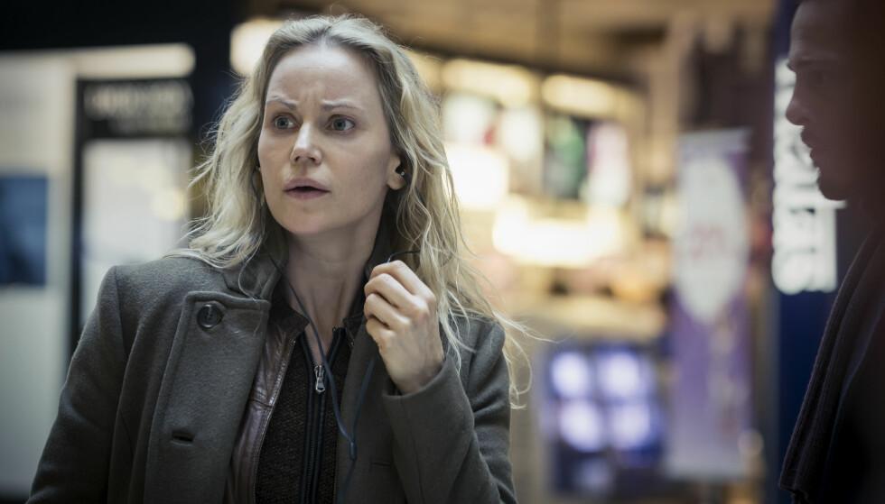 OVER OG UT: Den kommende fjerdesesongen blir sistereis for politietterforsker Saga Norén (Sofia Helin, bildet) og hennes svenske og danske kolleger. De nye episodene er ventet i 2018. Foto: Carolina Romare / Filmlance International / Nimbus Films 2015