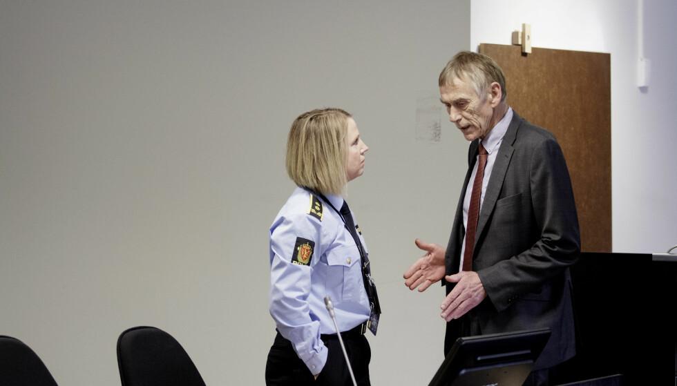 FENGSLINGSMØTE: Her snakker politiadvokat Janne Ringset Heltne med 23-åringens forsvare, Jostein Alvheim. Foto: Paul S. Amundsen / Dagbladet