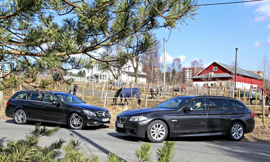 FAMILIEBILFAVORITTER: Mercedes S212 (t.v) og BMW 530 530 DA Xdrive er to populære biler i familiebilsegmentet, men de koster også skjorta nye. Nå er det mulig å sikre seg disse bilene brukt til langt hyggeligere pris. Foto: Kaj Alver