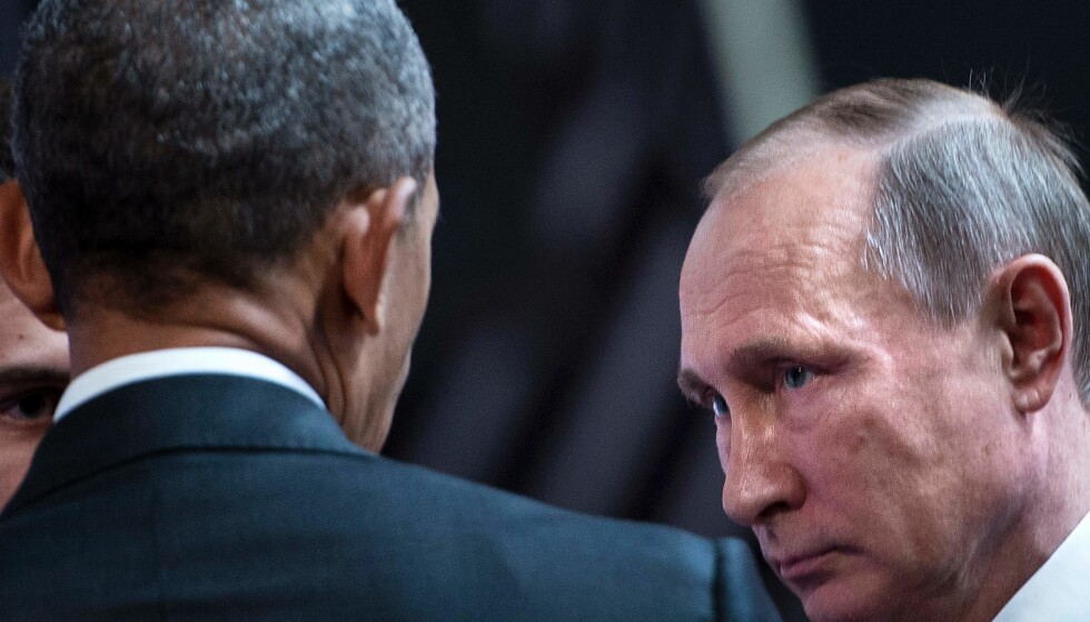 GAMLE TIDER: Barack Obama og Vladimir Putin på deres siste møte i Lima i helga. Foto: AFP/Brendan Smialowski/NTB/Scanpix