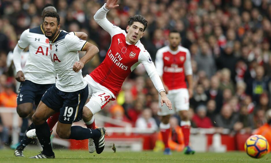 FALT FOR FORSLAGET: Hector Bellerin har forlenget med Arsenal. Foto: NTB Scanpix