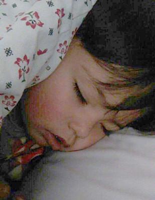FORTVILET: Da Dagbladet snakket med fullmektig for familien, Raeika Dahri, i går, var familien i Afghanistan fortvilt over at lille Mohamed Subhan på to år blødde fra ørene og ikke ville våkne. Nå skal han være i bedre form. Foto: Privat.