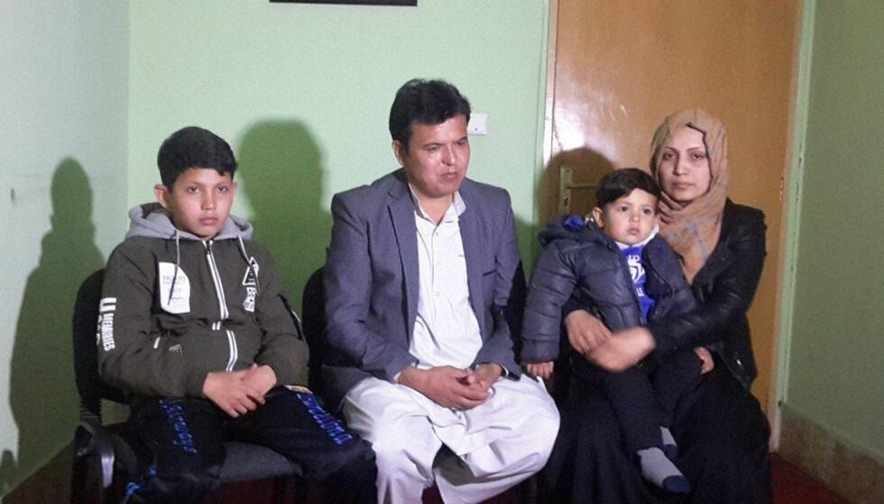 PREGET: Familien Farhadi er preget etter bombeangrepet i går. Her er (f.v.) Alireza (13), far Ahmed Najib Farhadi, lille Mohamed Subhan (2) og mor Fatime Sultani. Foto: Abdul Ghafoor