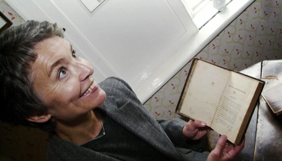 SATT PRIS PÅ: Merete Alfsen fikk nylig Det Norske Akademi for Sprog og Litteraturs oversetterpris. I 2003 kom Jane Austens bøker viktigste bøker i ny norsk oversettelse. Dagbladet tok da med seg oversetteren i Austens fotspor. Foto: Jytte Nielsen/Dagbladet