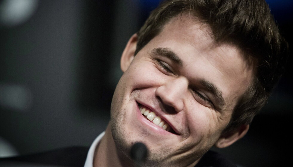 TIENDE RUNDE: Regjerende verdensmester Magnus Carlsen (bildet) spilte torsdag det tiende partiet i sjakk-VM i New York mot den russiske utfordreren Sergej Karjakin. Endelig klarte han å vinne. Foto: Pontus Höök / NTB scanpix