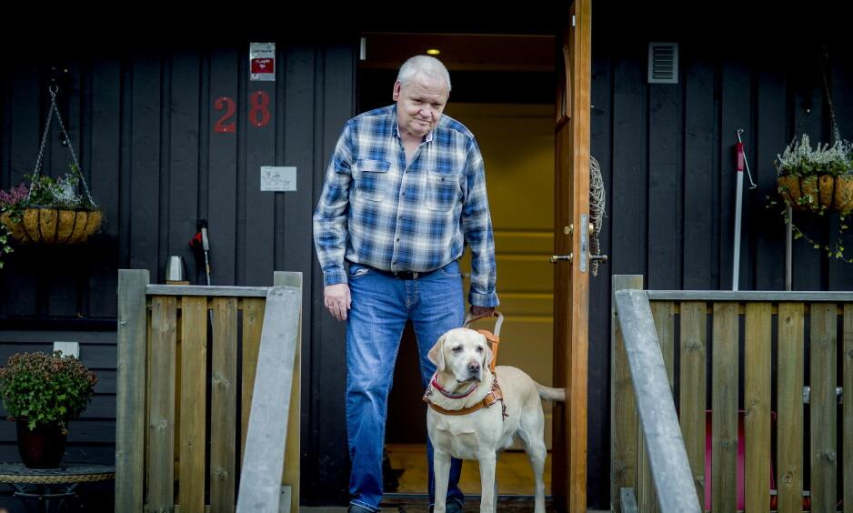 Følgesvenn: For halvannet år siden byttet Per Ivar Kristiansen (63) den hvite stokken ut med førerhunden Rolex. Foto: Bjørn Langsem / Dagbladet