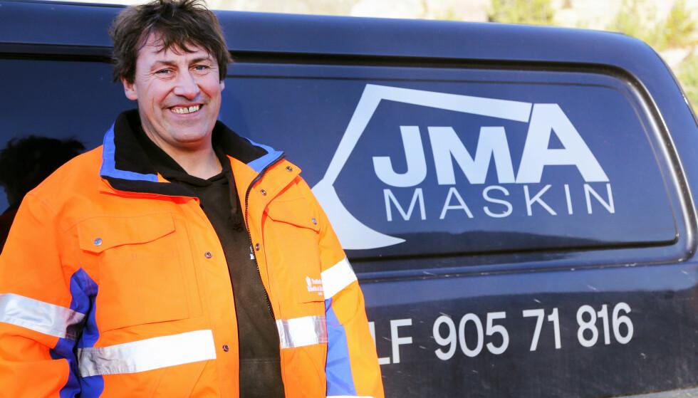 EGET FIRMA: Jan Morten Austheim driver sitt eget firma. I tillegg har han tatt fagbrev - uten å kunne skrive eller lese. Foto: Runar F. Daler / Anleggsmaskinen
