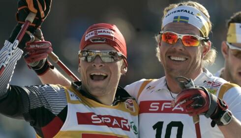 LEGENDE: Mathias Fredriksson, her sammen med Tobias Angerer, var verdens beste langrennsløper i 2002/03. Nå ser han konturene av en ny internasjonal stjerne i Johannes Klæbo. Foto Fredrik Sandberg / SCANPIX / Kod 10080