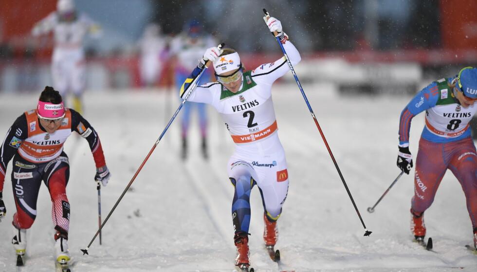 SEIRET I PREMIEREN: Stina Nilsson vant sprinten i Kuusamo og leder verdenscupen sammenlagt. Overraskende nok. Foto: Anders WIklund / TT/ NTB Scanpix