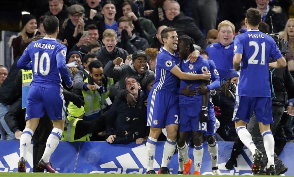 MATCHVINNER: Victor Moses (i midten) jubler sammen med lagkameratene. Foto: NTB Scanpix