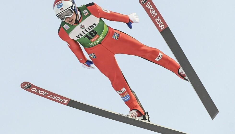 1-10: Det norske kombinerthåpet Jarl Magnus Riiber ledet etter hoppdelen i Ruka, men fikk store problemer i langrennssporet. 19-åringen ble nummer ti. Foto: EPA/KIMMO BRANDT/NTB Scanpix