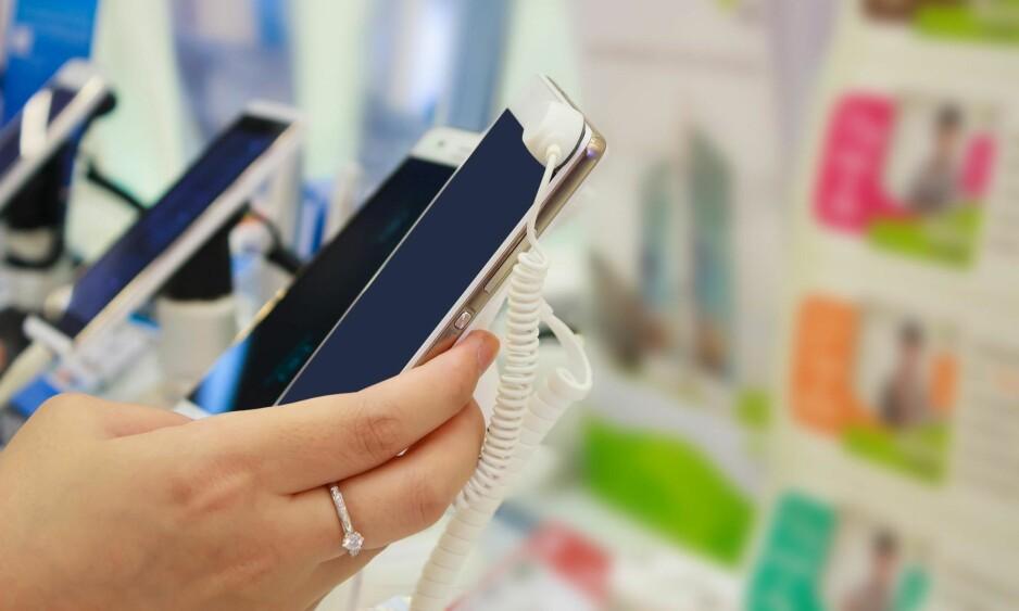 BYTTEAVTALE: Lyst på ny mobil? Med Telenors SWAP kan du bytte hvert år – og så kan andre med mindre å rutte med overta telefonen. Foto: Shutterstock / NTB Scanpix