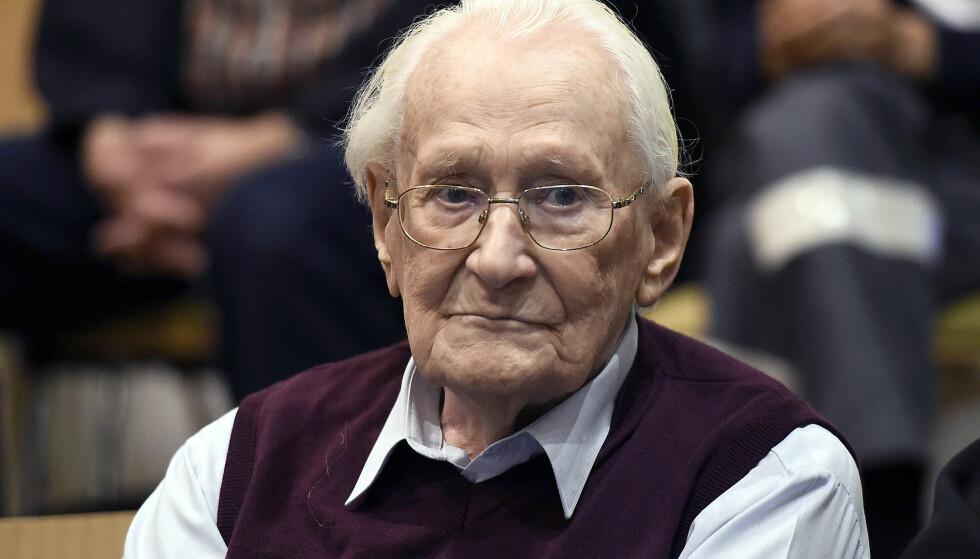 IKKE MEDHOLD: 95 år gamle Oskar Gröning fikk ikke medhold i anken sin. Dermed blir straffen på fire års fengsel stående. Bildet er tatt i juli i fjor, under rettssaken mot 95-åringen. Foto: TOBIAS SCHWARZ/DPA