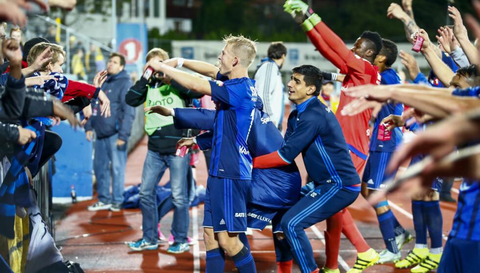 KRITISKE: Stabæk-fansen er kritiske til kamptidspunktet for kvalik-kampen mot Jerv. Her jubler de for seier mot Bodø/Glimt tidligere i år. Foto: NTB scanpix