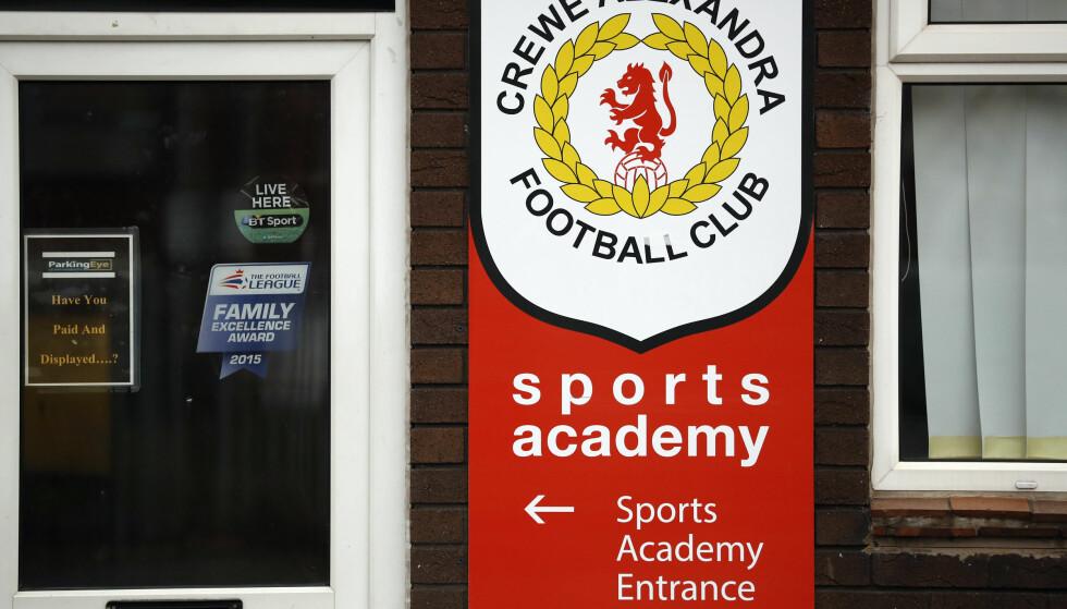 RYSTES AV SKANDALE: Fotballklubben Crewe Alexandra må stå til rette for minst én pedofil ungdomstrener på åtte- og nittitallet. Stadig flere står nå fram og forteller om misbruket. Foto: Reuters/Phil Noble/NTB Scanpix