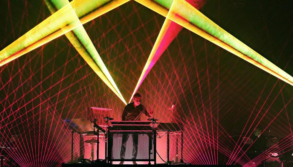 FØRSTMANN I KINA: Pioner: Jean-Michel Jarre kommer fredag ut med siste album i Oxygene -trilogien. Første album kom i 1976 og var en av milepælene i elektronisk musikk. For tiden er Jarre ute på turne med et banebrytende 3D-show. Jarre var i 1981 den første vestlige artist som opptrådte i  Kina, fire år før Wham gjorde det. Her framfører han «Souvenir of China» som et minne. FOTO: Hogne Bø Pettersen