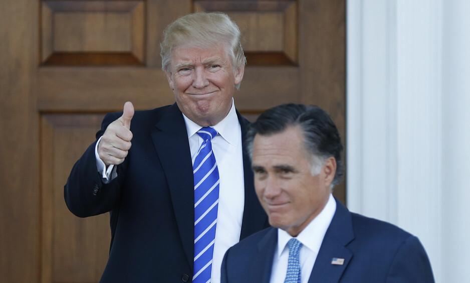 KANDIDAT: Mitt Romney sies å være en av favorittene til jobben som utenriksminister i Donald Trumps administrasjon - på tross av at Trumps kampanjesjef har gått til kraftige angrep mot den tidligere republikanske presidentkandidaten. Her forlater Romney et møte med Trump Bedminster, New Jersey i forrige uka. Foto: AP Photo/Carolyn Kaster/NTB scanpix