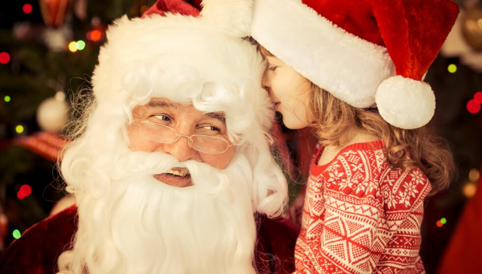 ER DET LURT? En britisk psykologiprofessor og en australsk psykolog mener at vi i større grad må snakke om julenisseløgnen, og kosekvensene av den. Illustrasjonsfoto: Sunny studio / Shutterstock / NTB scanpix