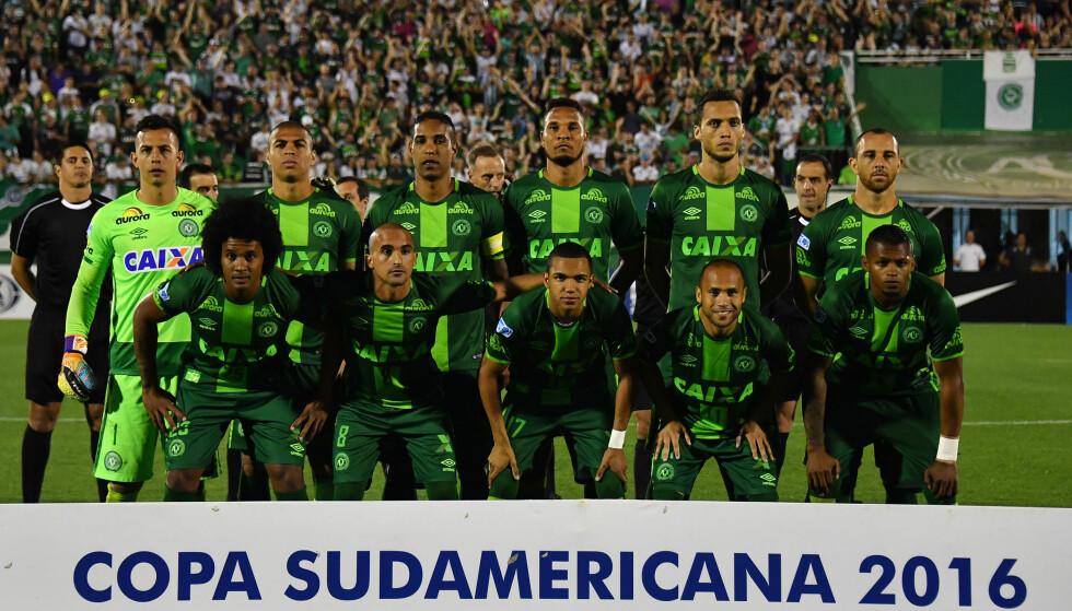 FRA SEMIFINALEN: De skulle spille finale i i Copa Sudamericana i morgen, men styrtet på veien dit. Tragedien til Chapecoense rører en hel verden. Foto: AFP / NELSON ALMEIDA/ NTB Scanpix