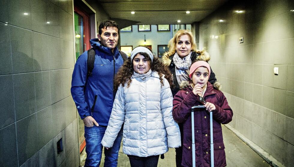 FÅR BLI: De to søstrene Hawjin (12) og Nawjin (10) er født og oppvokst i Haugesund, men Utlendingsnemda ville sende dem til Iran av innvandringsregulerende hensyn. Her er de sammen med Far Naser Alinejad (35) og kona Nashmil Rasulpoor Foto: NINA HANSEN / DAGBLADET