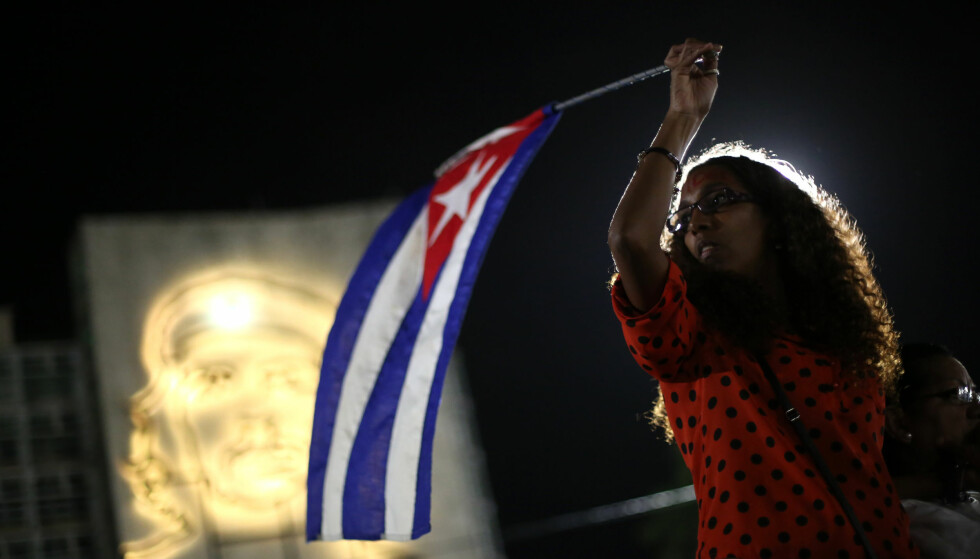 MARKERING: Titusenvis minnet Fidel Castro på Revolusjonsplassen i Havanna på Cuba natt til onsdag norsk tid. Foto: REUTERS/Edgard Garrido/NTB scanpix