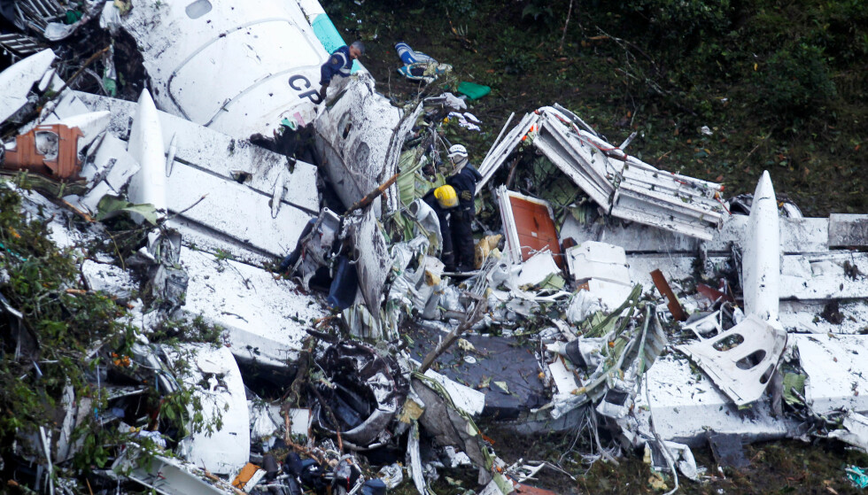 VRAK: 71 mennesker døde i flystyrten i Colombia i går. Årsaken til styrten er ennå ikke klar. Foto: REUTERS/Fredy Builes/NTB scanpix