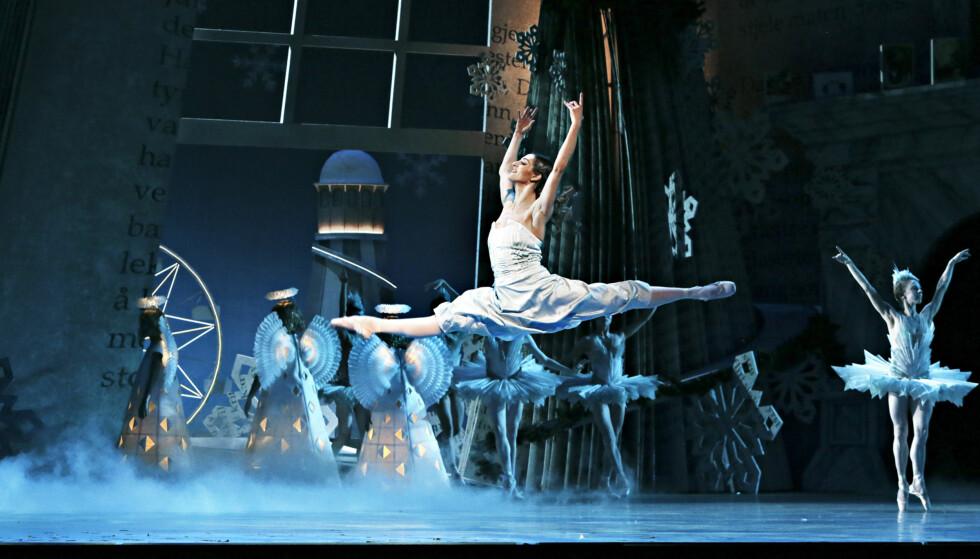 ÅRVISS FEIRING: Nasjonalballetten og elever fra Ballettskolen ved Den Norske Opera & Ballett framfører E. T. A. Hoffmanns «Nøtteknekkeren» hvert år. Foto: NTB SCANPIX