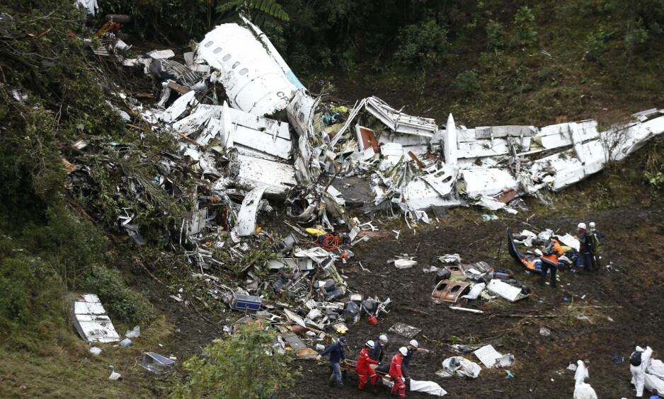OVERRASKET: Seks av 77 passasjerer overlevde flykrasjet ved Medellin. Flyanalytiker er overrasket over at noen overlevde i det hele tatt. Foto: Fernando Vergara / AP / NTB Scanpix