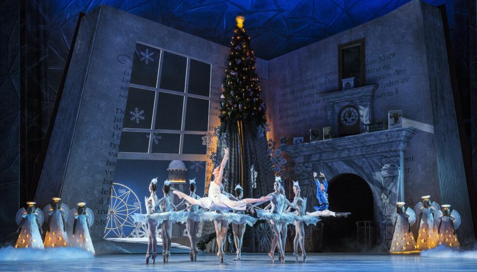 STORSLAGEN: Nasjonalballetten har skapt et eventyr til å bli barnlig betatt av. Foto: Erik Berg / Det Norske Opera og Ballett.