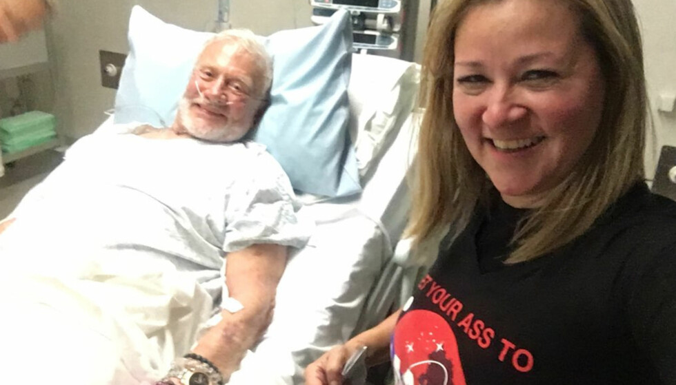 STABIL: Buzz Aldrin ble lagt inn på sykehus etter at han ble evakuert fra Sydpolen. Her sammen med manageren Christina Korp. Foto: Twitter