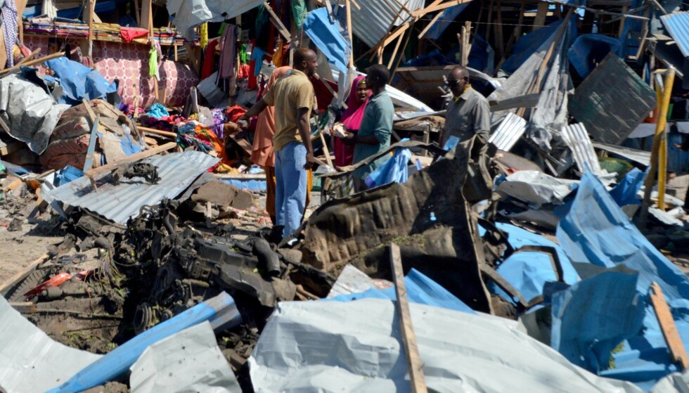 BILBOMBE: Ting går bedre for Somalia, men trygt er det ikke. 26. november eksploderte en bilbombe på et marked i hovedstaden Mogadishu. Minst elleve personer ble drept. Foto: AA / ABACA / NTB Scanpix