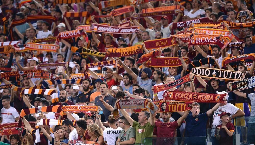 BOIKOTTER: Roma-fansen kommer til å boikotte kampen mot Lazio på søndag, da de er misfornøyde med sikkerhetstiltakene på hjemmebanen Stadio Olimpico. Her under Champions League-kvalifiseringskampen mot Porto 23. august. Foto: AFP PHOTO