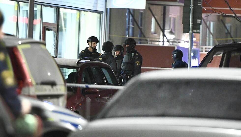TO DREPT: To personer ble skutt og drept på en restaurant i Rinkeby nordvest Stockholm sent fredag kveld. Foto: Claudio Bresciani/TT / NTB scanpix