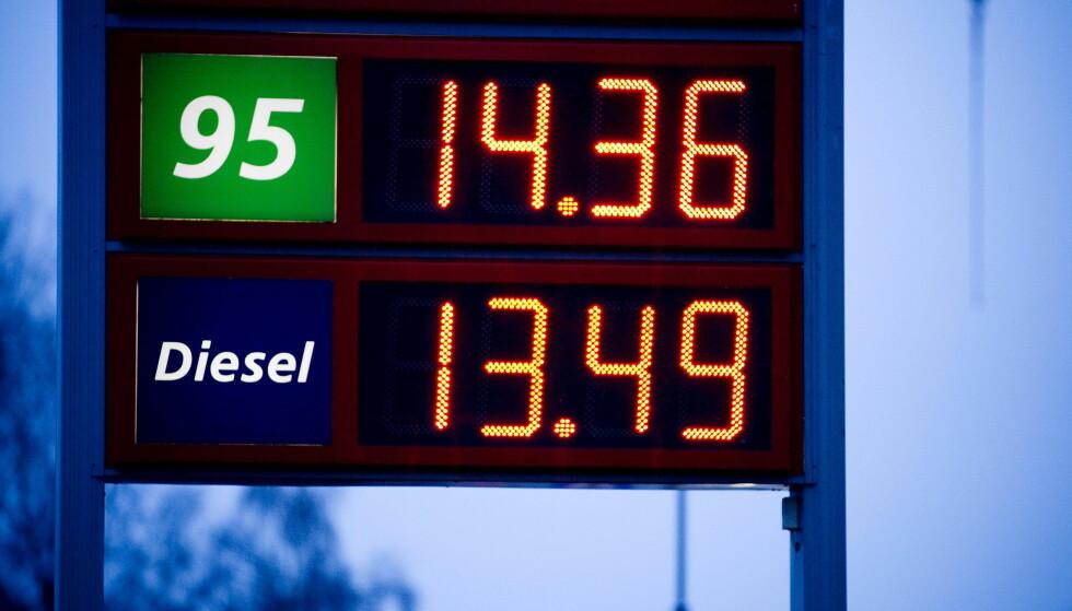 PRISHOPP: - Det må vi leve med, sier statsminister Erna Solberg om at dieselen kan bli enda dyrere. Foto: Bjørn Langsem / Dagbladet.