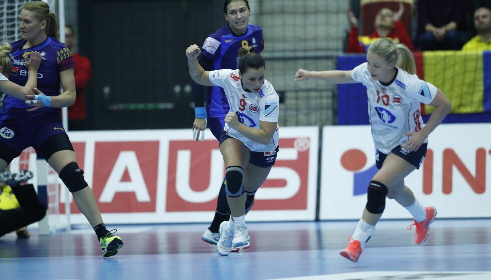 TOPPSCORER: Nora Mørk sto fram som Norges toppscorer og satte inn sju mål mot Romania. Foto: Bjørn Langsem