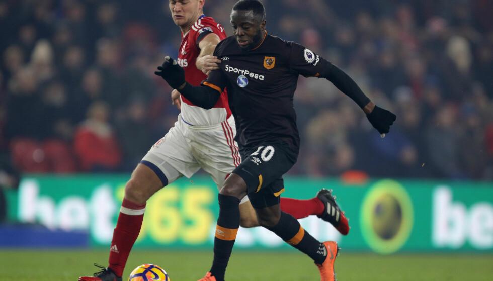 FRA START: Adama Diomande spilte fra start mot Middlesbrough, men klarte ikke å forhindre tap i bunnkampen. Her i duell med Ben Gibson. Foto: NTB Scanpix