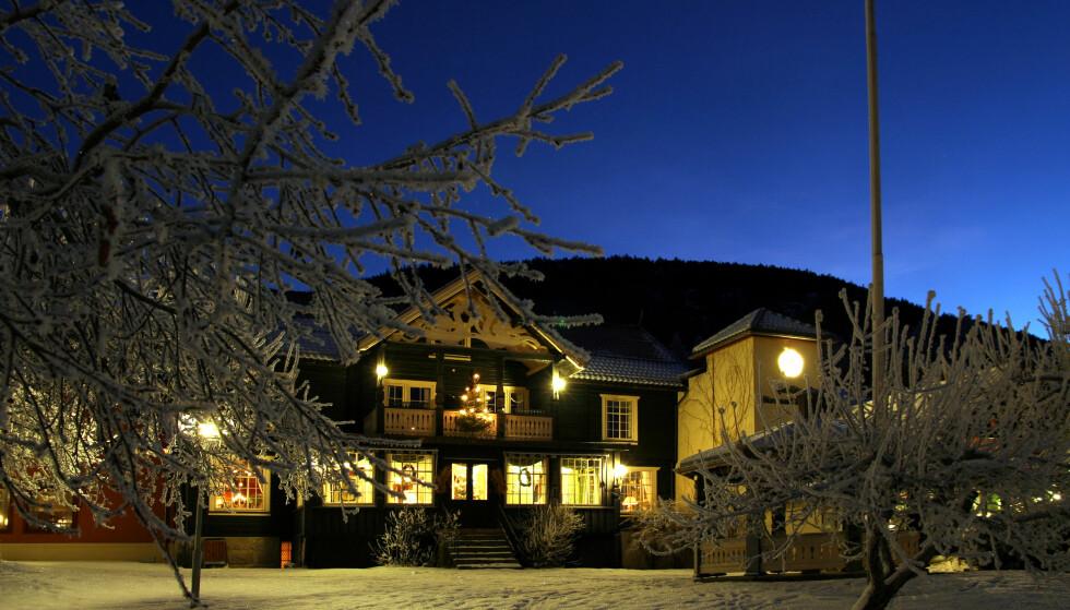 JULESTEMNING: Det finnes mange grunner til å ta inn på hotell i jula, og mange av de juleåpne hotellene opplever stor pågang. Her er julestemningen på Clarion Straand hotel i Vrådal.                                                                                                    Foto: Privat