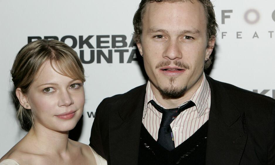 VAR GIFT: Michelle Williams og Heath Ledger fant tonen under innspillingen av suksessfilmen «Brokeback Mountain». De var sammen fram til 2007, få måneder før Ledger omkom. Nå snakker Williams ut om hvordan det er å oppdra dattera Matilda uten ham. Foto: NTB scanpix