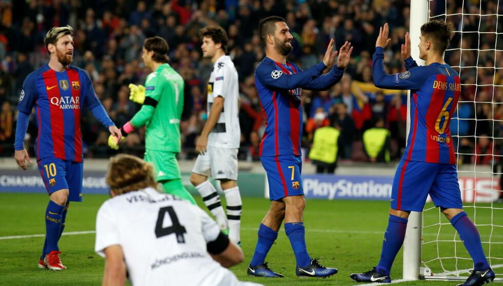 FEIRER: Arda Turan og Denis Suarez. I bakgrunnen er Lionel Messi. Foto: NTB Scanpix