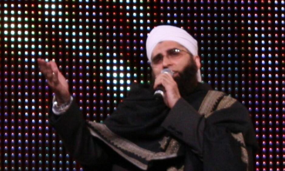 VAR PÅ FLYET: Den pakistanske popstjerna, designeren og religiøse lederen Junaid Jamshed er antatt omkommet i flystyrten onsdag ettermiddag. Foto: Joshua Sherurcij / Wikipedia