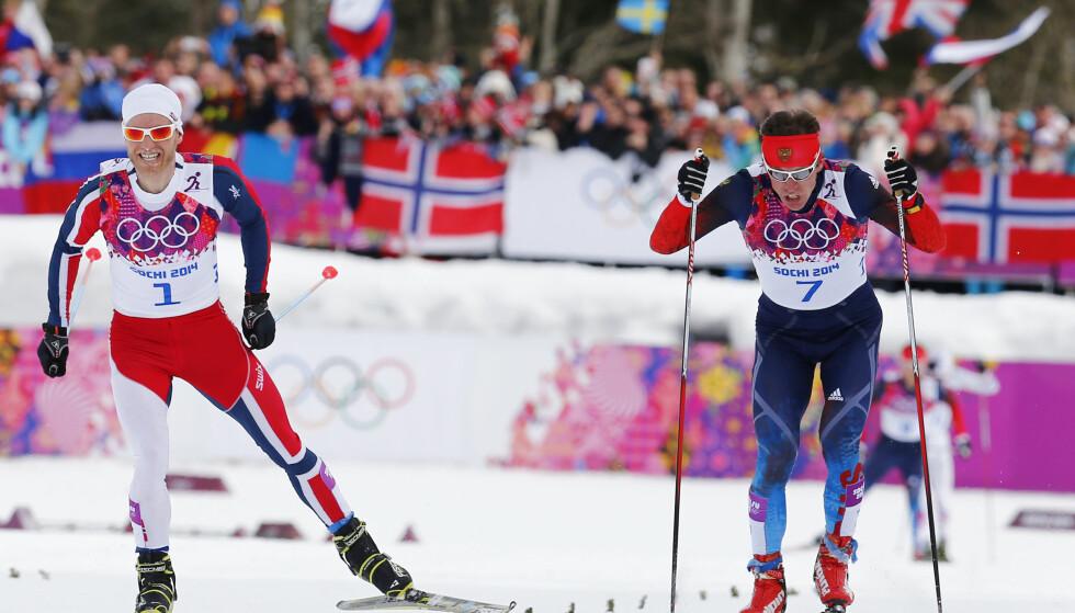 SKUFFELSE: Maksim Vylegzhanins (t.h.) superform før verdenscupåpningen var et klart varsko til Martin Johnsrud Sundby. I årets verdenscuprenn har imidlertid russeren vært helt ute av det. Her fra da de spurtet om OL-medalje i Sotsji. Russeren vant duellen. I år er han ikke i nærheten av noe som helst. Foto: Heiko Junge / NTB scanpix