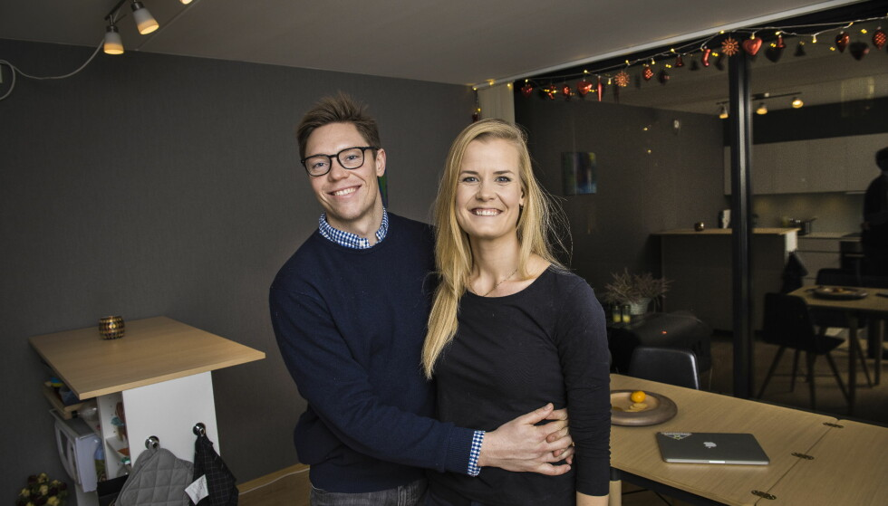 LIKESTILT: Malin Tveit Husefest og samboeren Sondre Malde Pedersen tror det er mest gunstig for forholdet hvis de eier like mye av boligen. Foto: Lars Eivind Bones