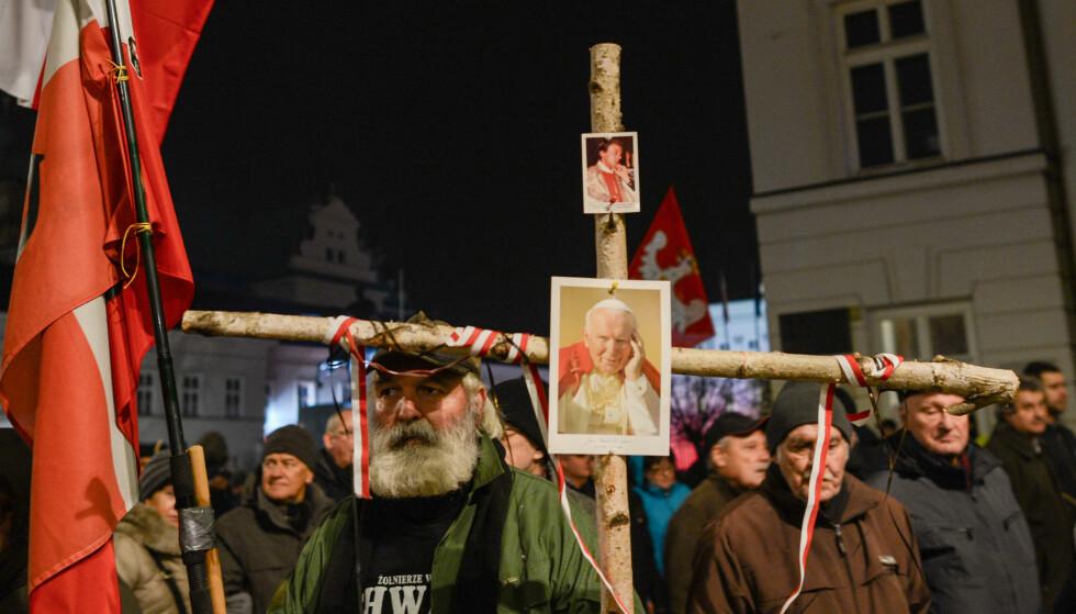 POLSK NASJONALISME: Polakker feirer Uavhengighetsdagen, en fest-dag for det statsbærende partiet PiS. Foto: NTB